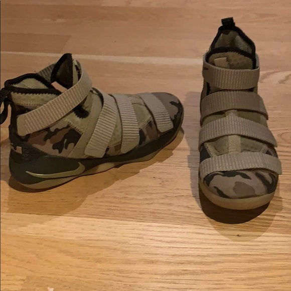 competitive price 63807 a42ed LeBron Soldier XI Basketball Shoes